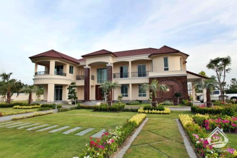 Hua Hin Real Estate Luxury Two Story Mansion In Cha Am