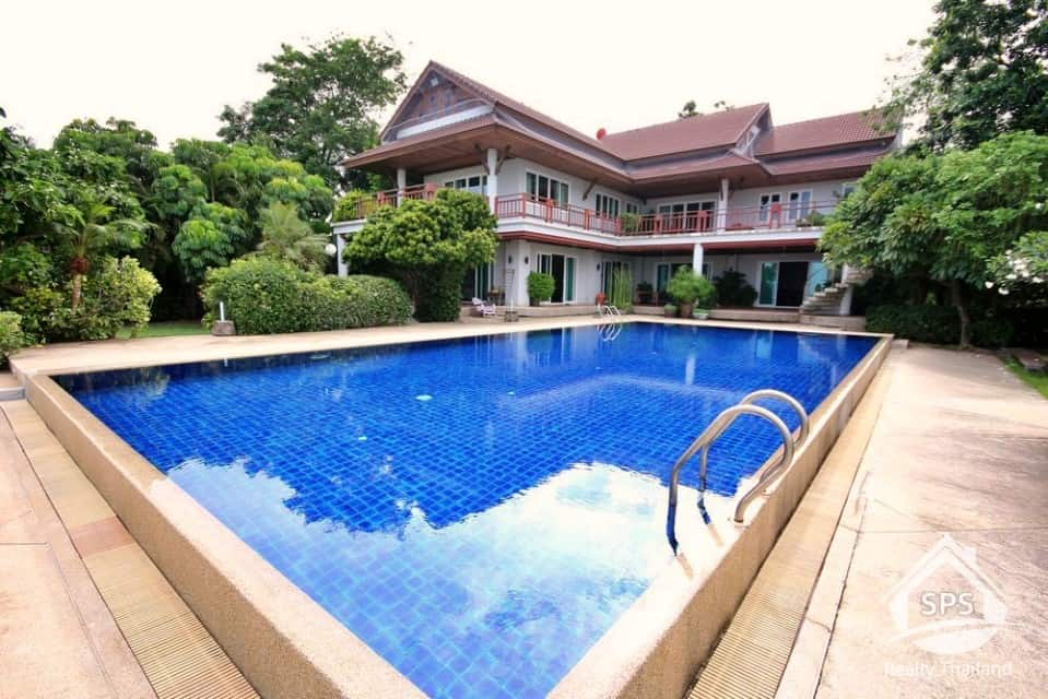 Beachfront Villa In Cha Am