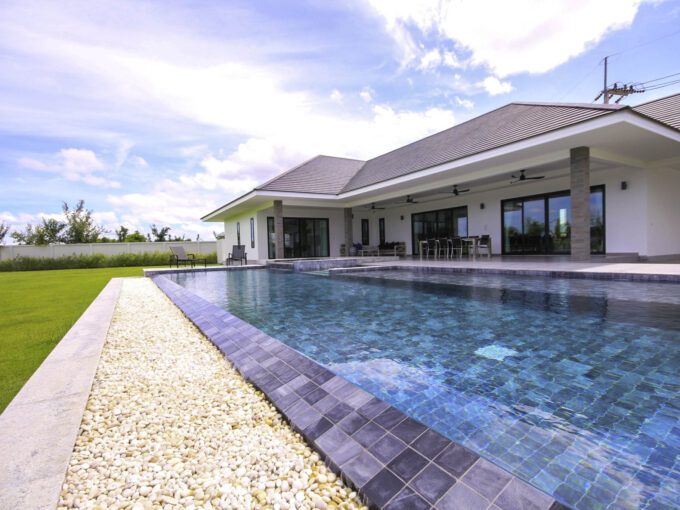 Hua Hin Real Estate Large Luxury 3 Bed Pool Villa For Sale