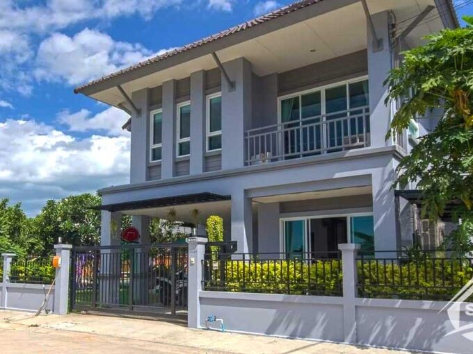 Family Home for Sale with Private Pool