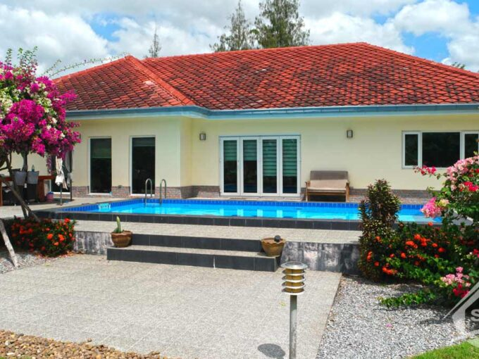 Hua Hin Real Estate BARGAIN Private Pool House set in Large Tropical Garden Grounds
