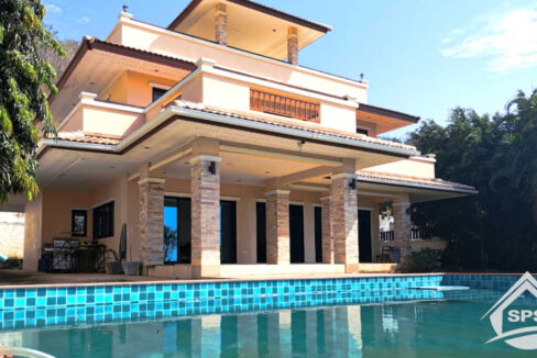 Hua Hin Real Estate Beautiful House in Hua Hin Center for rent
